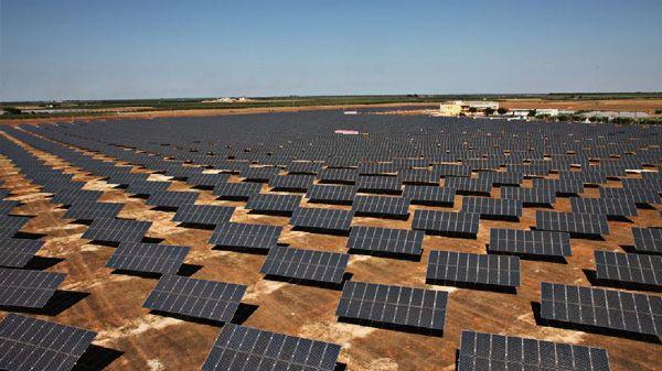 Centro de energia solar na Torre Santa Susanna, Itália