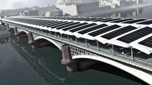 Londres - Ponte Vitoriana com painéis fotovoltaicos HIT Panasonic