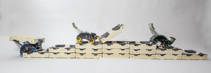 Os robôs cupins — ou cupins robôs? — constroem as escadas das quais necessitam para concluir o projeto desejado.