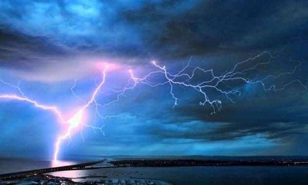 Pesquisadores encontraram uma correlação positiva entre a frequência em que ocorrem os raios e a intensidade do vento solar. Crédito: Dorset Media Service; Alamy