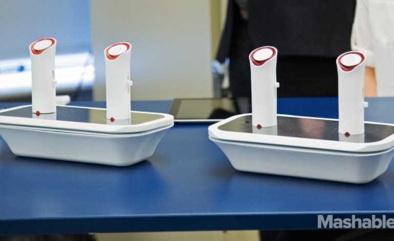 Dois dos protótipos OPhone expostos no Museu Americano de História Natural, em Nova York. (foto: reprodução internet)