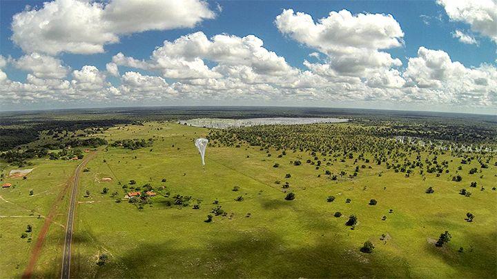 Um balão Loon sobe para a estratosfera e vai em direção a escola parceira do Google, Linoca Gayoso Castelo Branco, onde os alunos esperar a chegada da Internet. Foto: Cortesia do Google