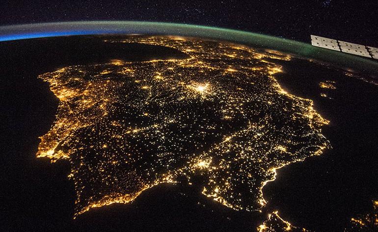 bela fotografia nocturna da Península Ibérica.