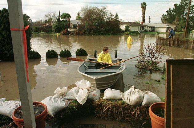 O forte El Niño de 1997 causou inundações e estragos na Califórnia em 1997. Imagem: John M. Mabanglo; AFP; Getty Images