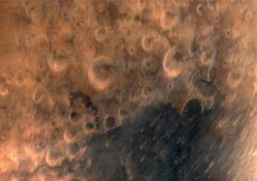 Fotografia de Marte tirada pela sonda MOM a 7300 km da superfíce do planeta