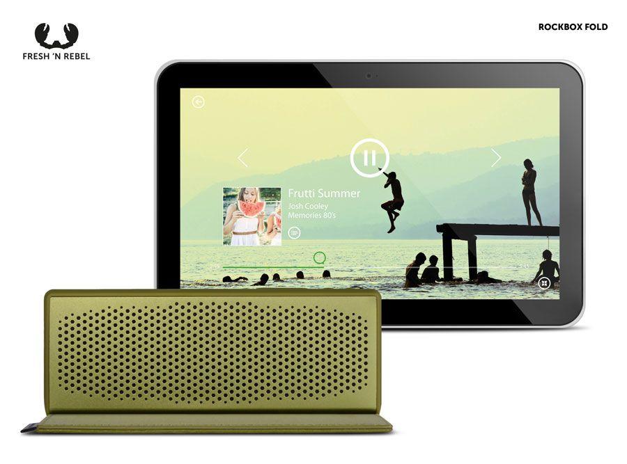 Rockbox Fold emparelhada com um tablet