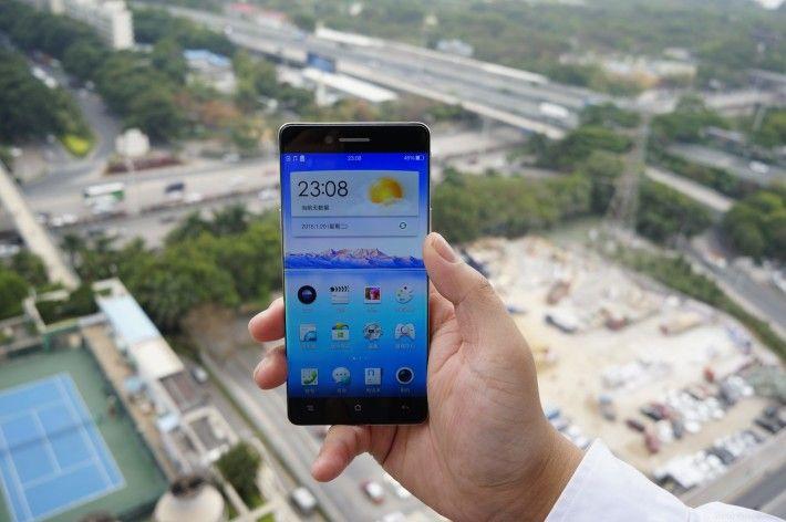 oppo-bezel-less-phone-1-710x472
