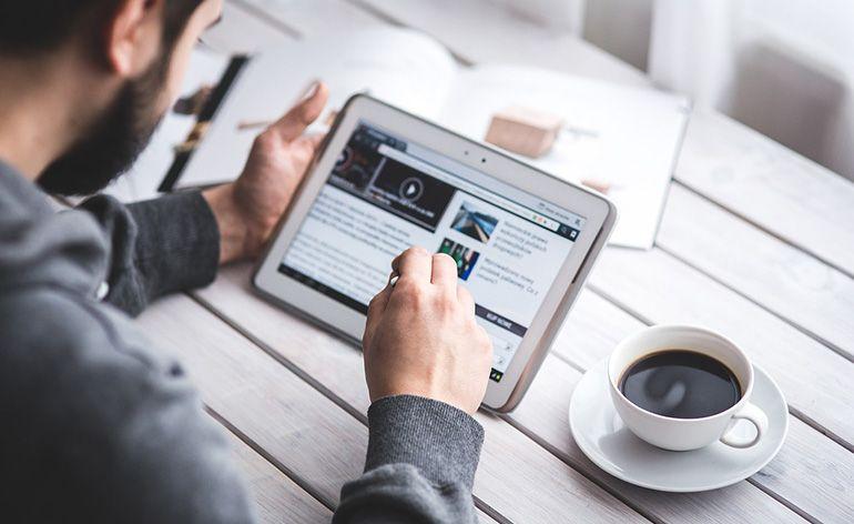 1,4 milhões de portugueses leram notícias através de redes sociais