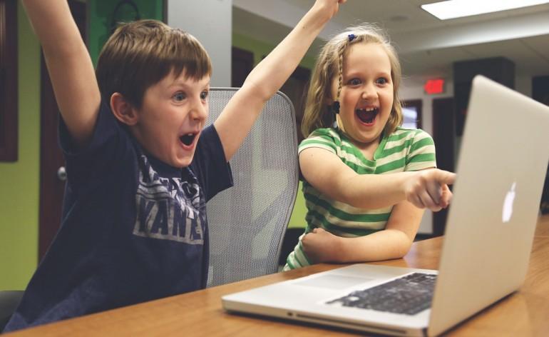 Crianças tecnologia