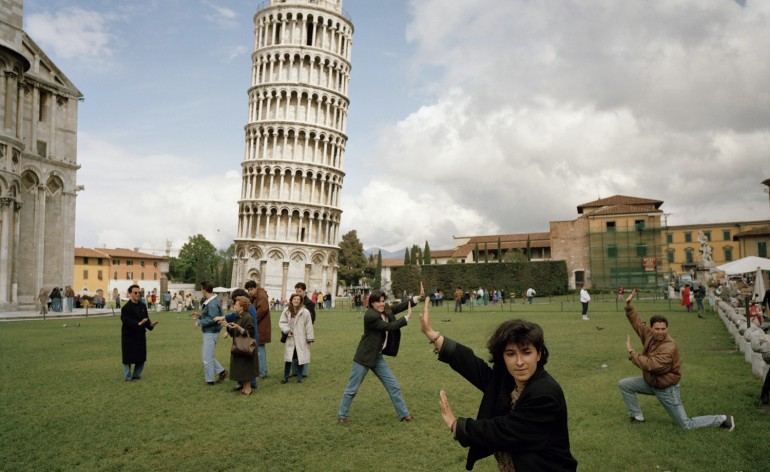 ITALY. Pisa. The Leaning Tower of Pisa. 1990.  Contact email: New York : photography@magnumphotos.com Paris : magnum@magnumphotos.fr London : magnum@magnumphotos.co.uk Tokyo : tokyo@magnumphotos.co.jp  Contact phones: New York : +1 212 929 6000 Paris: + 33 1 53 42 50 00 London: + 44 20 7490 1771 Tokyo: + 81 3 3219 0771  Image URL: http://www.magnumphotos.com/Archive/C.aspx?VP3=ViewBox_VPage&IID=29YL53P4JZB&CT=Image&IT=ZoomImage01_VForm