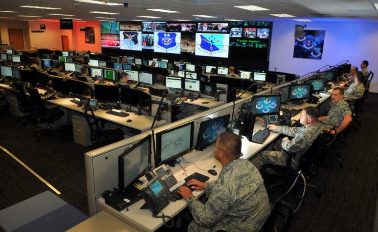 americanos combatem isis online
