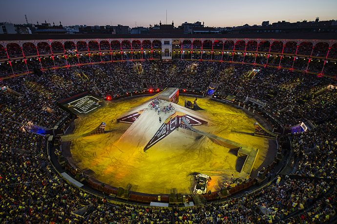 Intel apoia o evento de motocross freestyle Red Bull X-Fighters