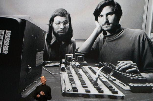 Fundadores da APPLE, Wozniak e Jobs produziram o chamado BLUE BOX