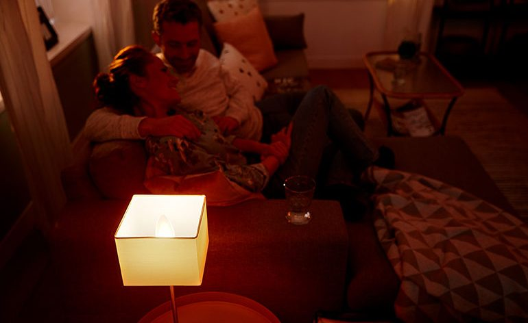 Crie uma iluminação de embalar com Philips Hue White Ambiance neste Dia Mundial do Sono