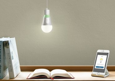 """Lâmpada inteligente TP-Link LB100 considerada """"a melhor proposta de valor no mercado"""""""