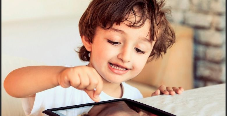 criança tablet