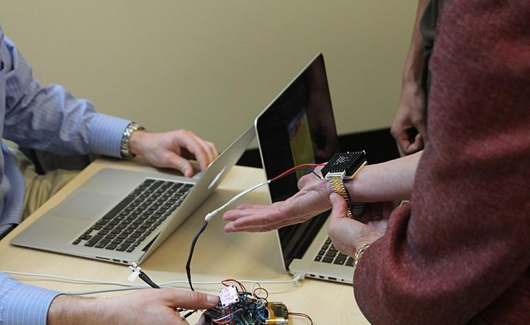 Wristify: a pulseira que é capaz de aquecer ou arrefecer o corpo humano