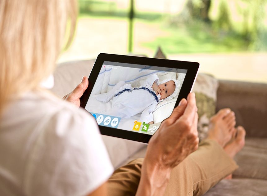 D-Link_Vigilabebes_iPhone_iPad_Android_EyeOn_Baby_Camera_escenario07
