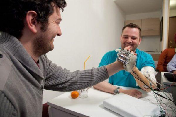 Mão biônica de Dennis Aabo Sørensen