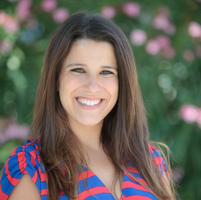 Raquel Rebelo é formada em Informática e Gestão de Empresas pelo ISCTE
