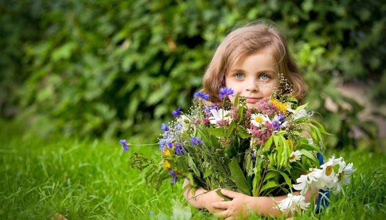 Girl holding flower bouquet 2 ciência, estrelas, livre pensamento, luz, universo