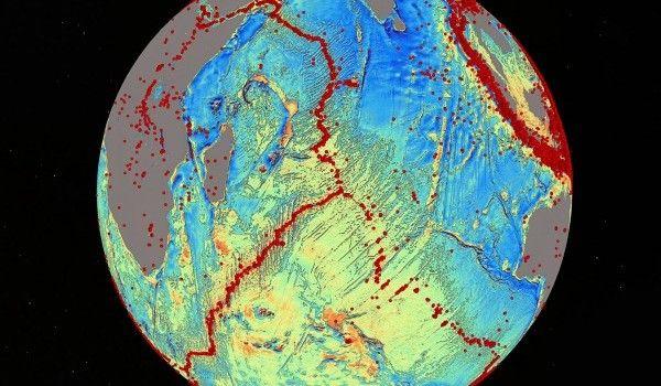 Mapa gravitacional do leito oceânico 2 satélites