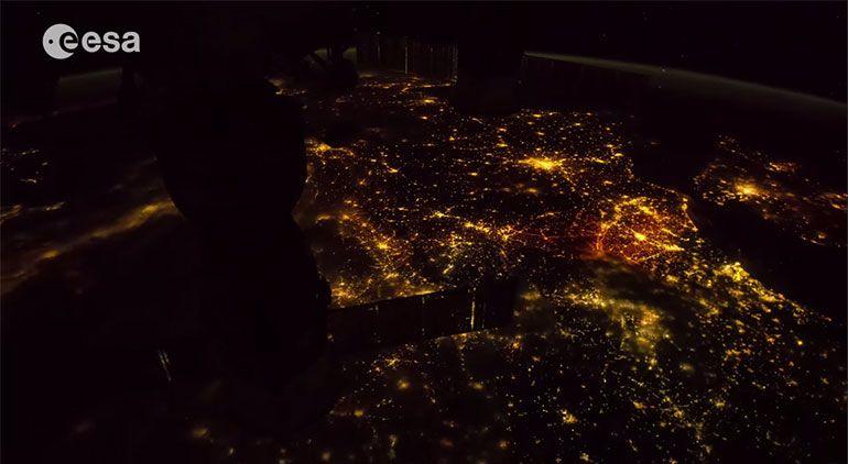 A Terra vista do espaço num vídeo fantástico de 6 minutos