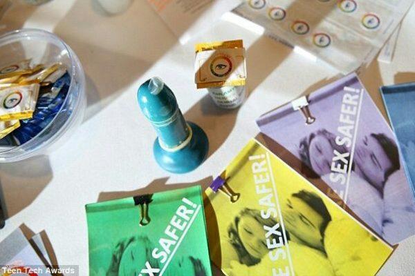 Preservativo inteligente muda de cor perante uma DST