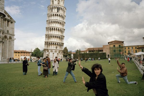 martin parr leaning tower pisa tourists 1990