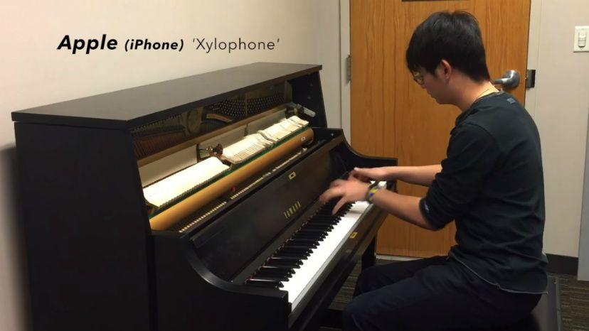 toques de smartphone ao piano