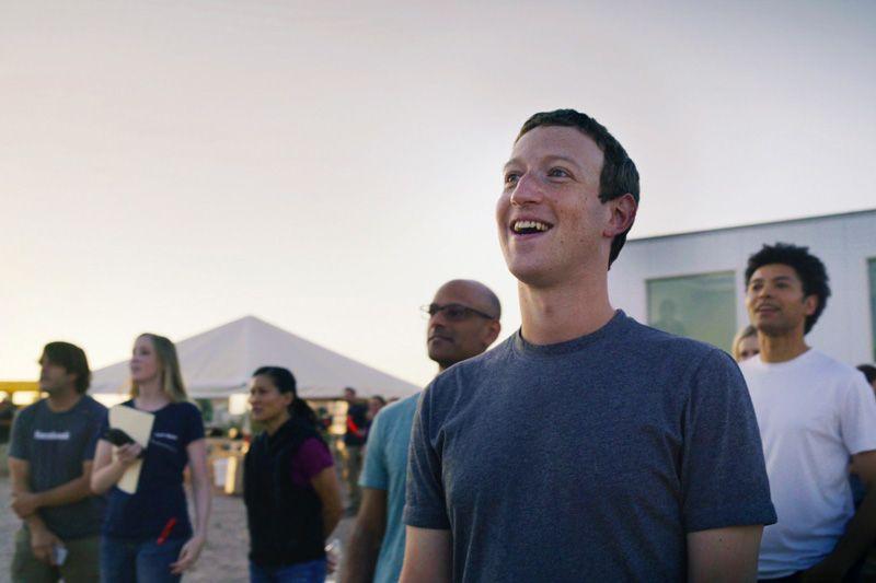 Mark Zuckerberg assistindo ao voo do Aquila aquila, avião, facebook, internet, tecnologias, voo