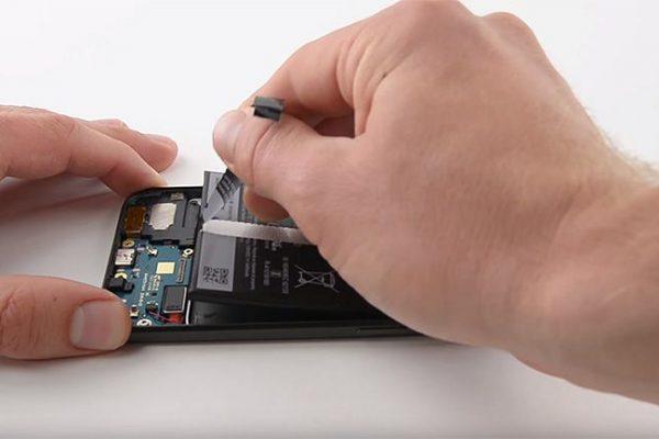 Pixel: iFixit classifica como relativamente fácil reparar