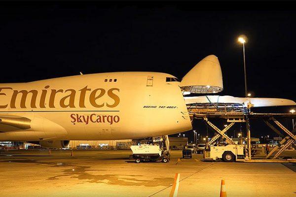 Emirates SkyCargo leva o barco da equipa Emirates da Nova Zelândia ao céu