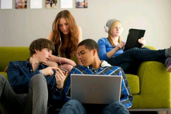A Internet e os Jovens: Como Conversar com Eles Sobre os Riscos On-line
