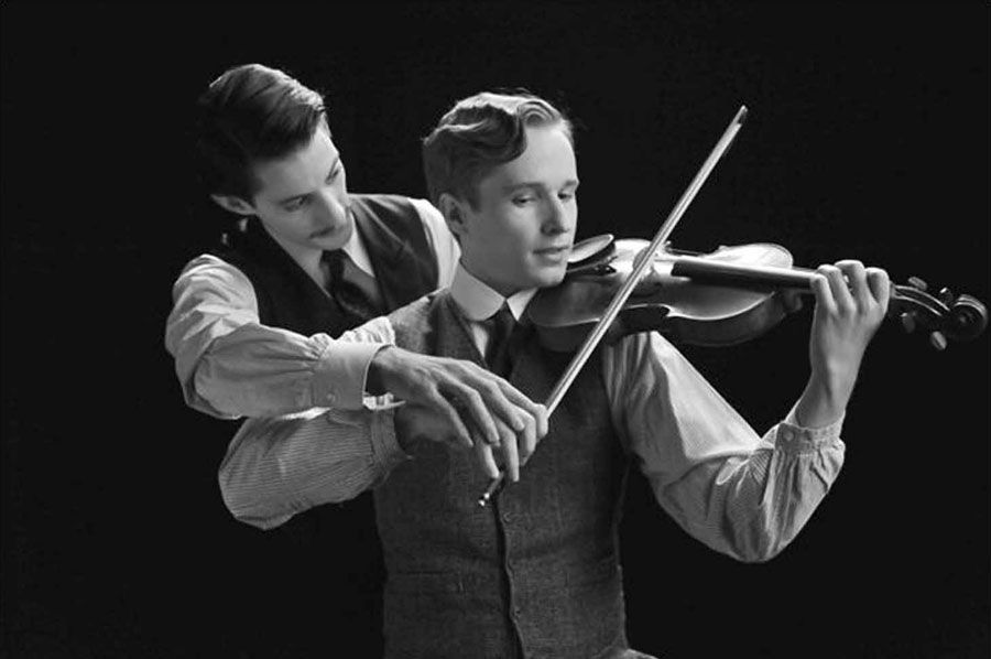 Pierre-Niney-and-Anton-von-Lucke-in-Frantz-(2016)