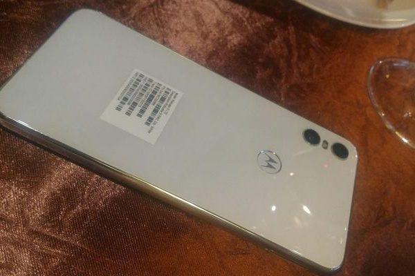 Motorola One branco - Techenet