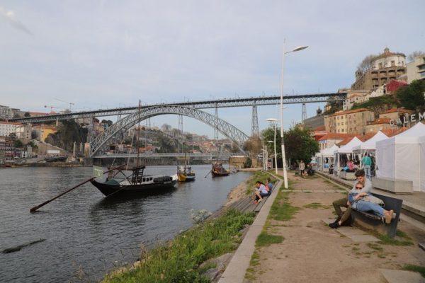 Estudo Huawei: mais de metade dos portugueses evita locais mais turísticos