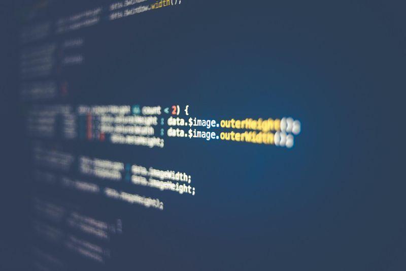 Tela com codigos vírus ameaças, ataques cibernéticos, Cavalos de Tróia, malware, malwares, segurança, spywares, vírus