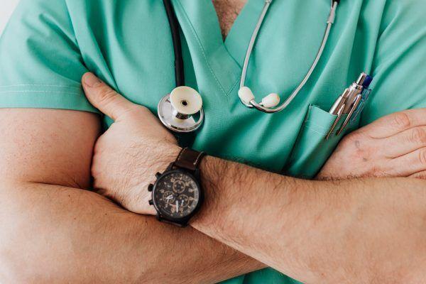 É necessário proteger os dados remotos dos profissionais de saúde profissionais