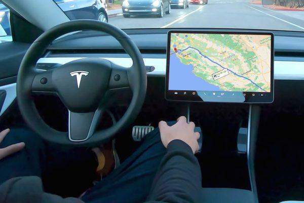 Tesl Model 3 piloto automático 600km