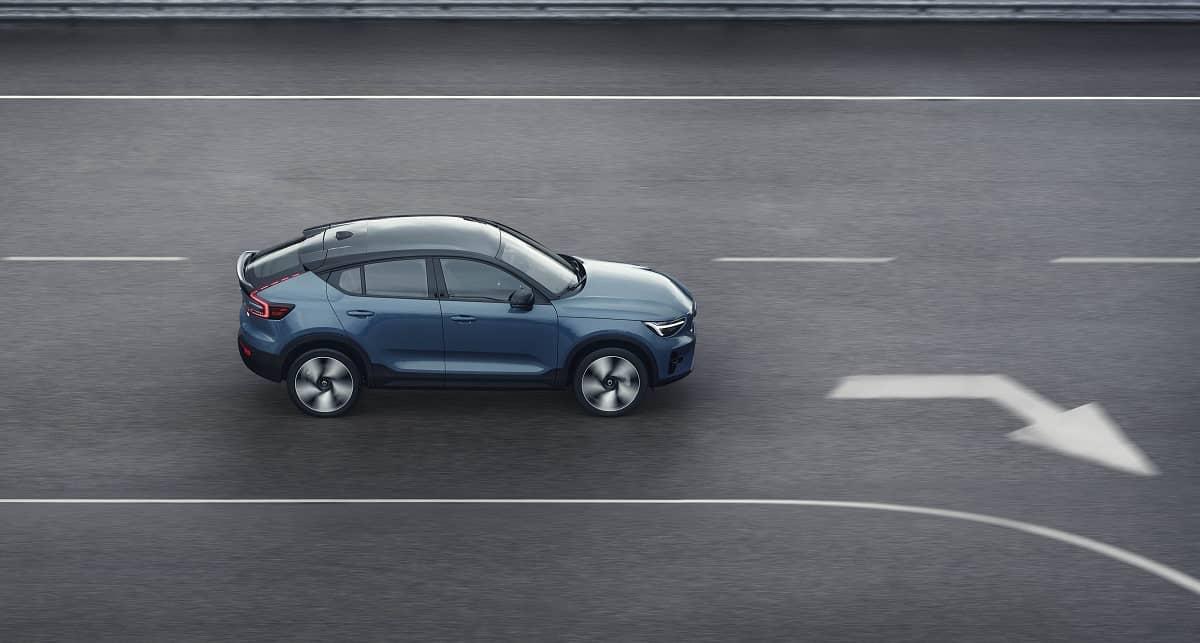 12 Volvo C40Recharge profile driving carro elétrico, Crossover, mobilidade elétrica, SUV, Volvo, Volvo C40 Recharge