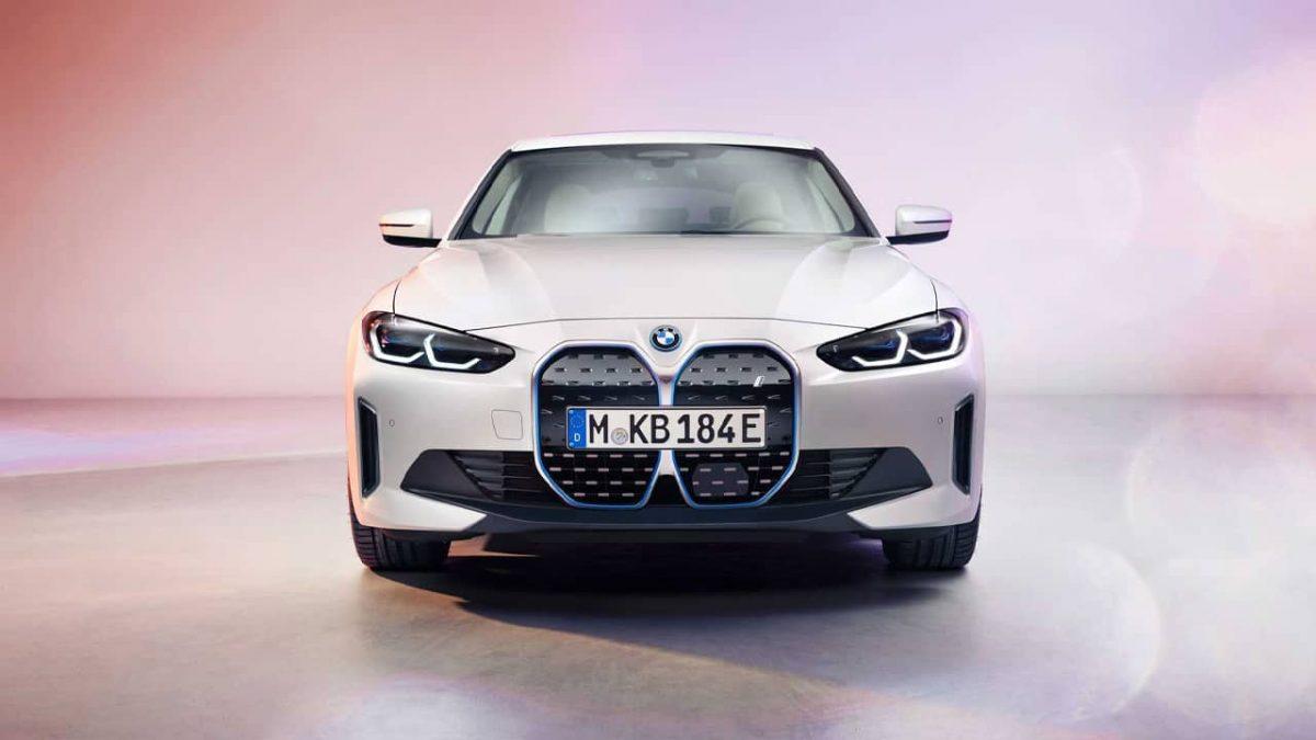 BMW i4 sedã carro elétrico