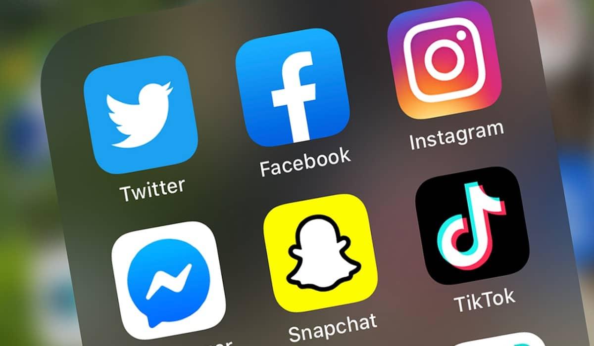 Instagram Facebook Tik Tok