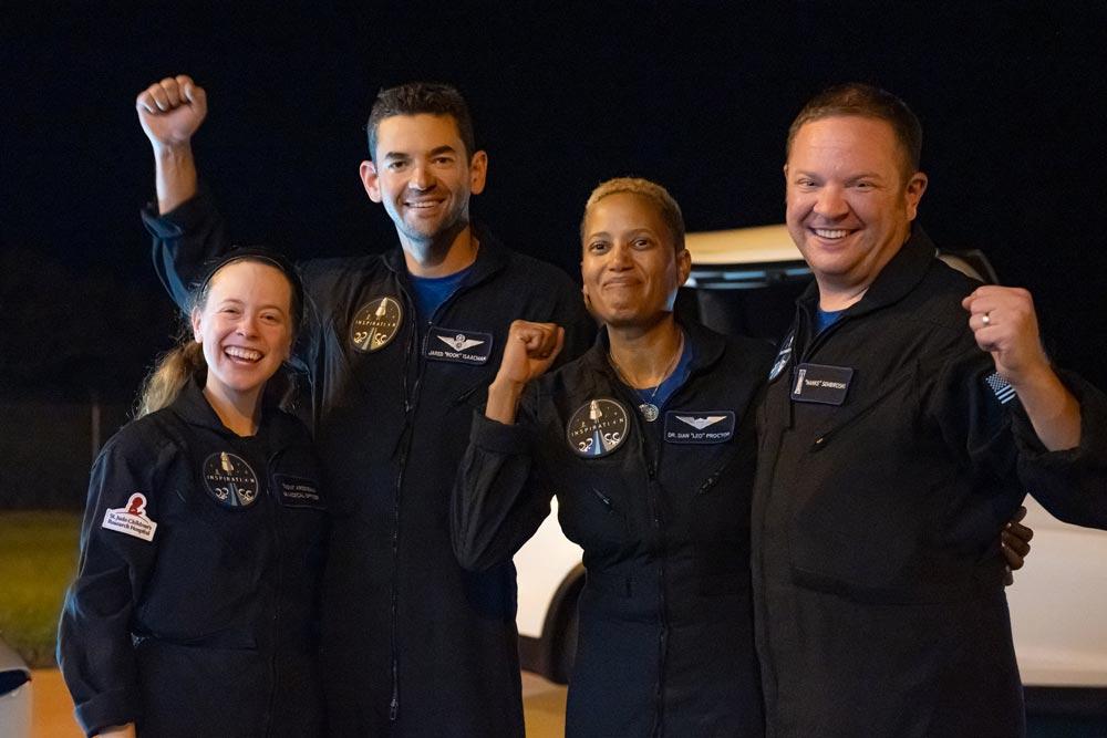 Inspiration4 astronautas contentes com o regresso à Terra